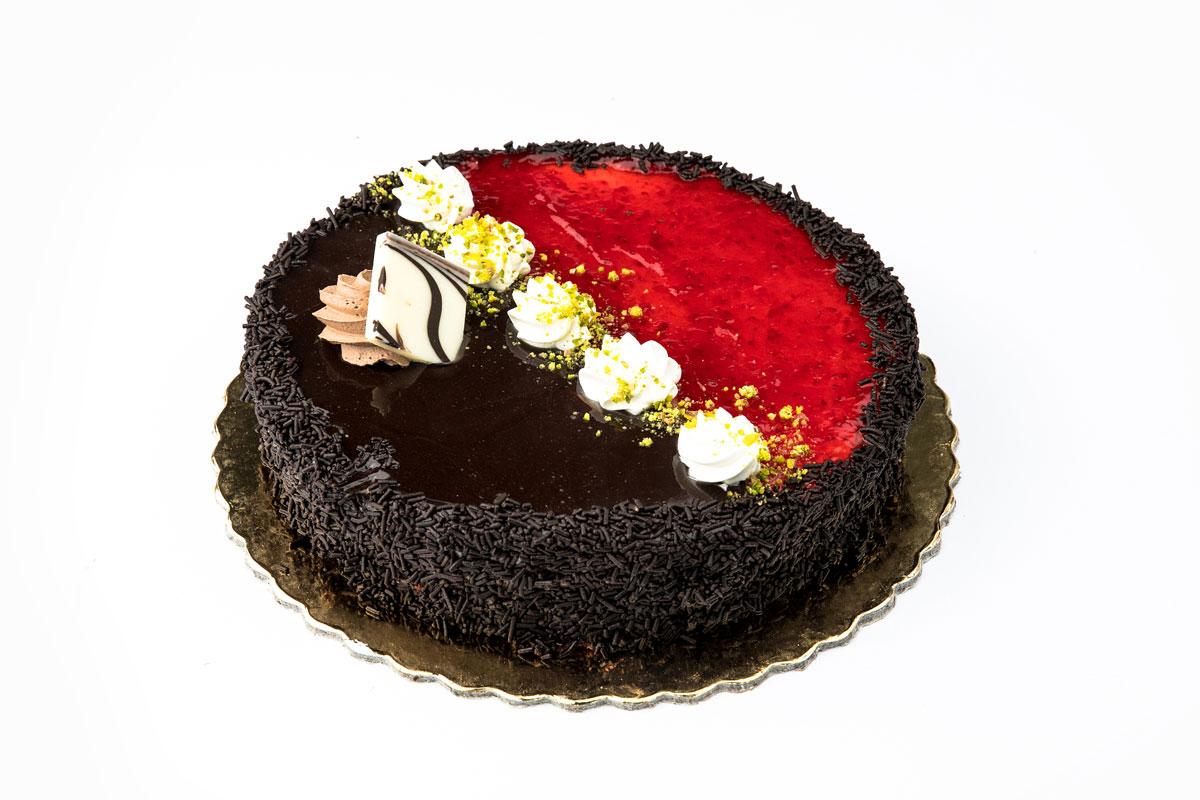chocolate-strawberry cake