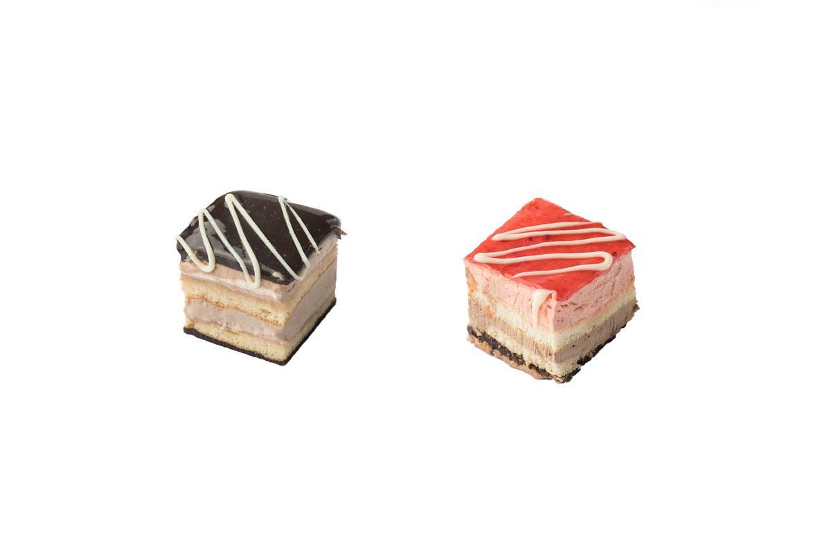 chocolate-strawberry mini cake combo