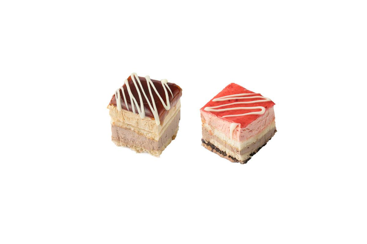 caramel-strawberry mini cake combo